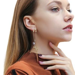 Jewelry - 🆕 One Rose Pin Statement Earring